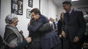 Alberto Núñez Feijóo, este martes, en el Centro Cultural Gallego de Barcelona, junto a García Albiol.