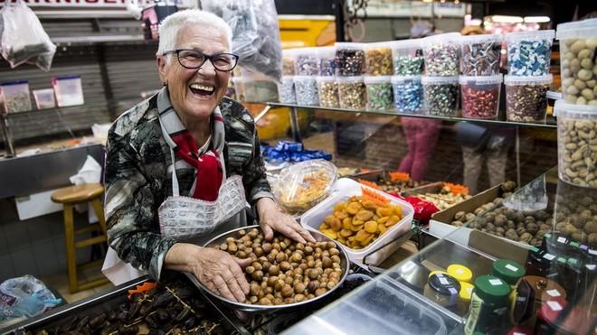 Rosario, 73 años en el mercado de la Abaceria
