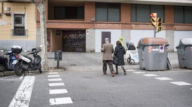 Un paso de peatones y de coches