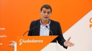 """Rivera insta a Rajoy a dejar la """"correspondencia"""" y poner en marcha el 155"""