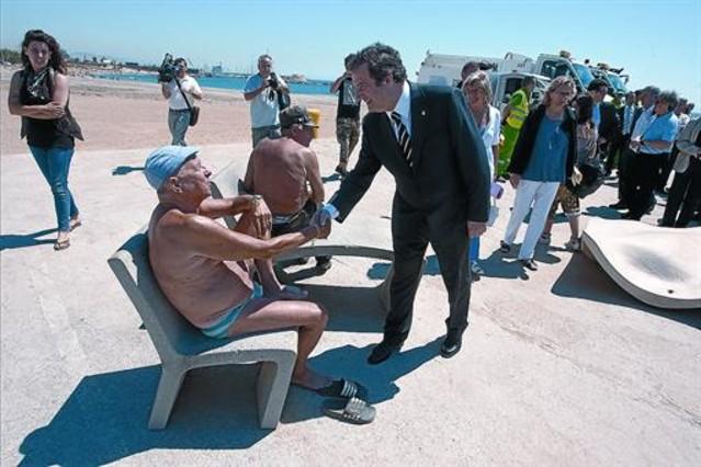Audaz playa pública haciendo pis 1 2