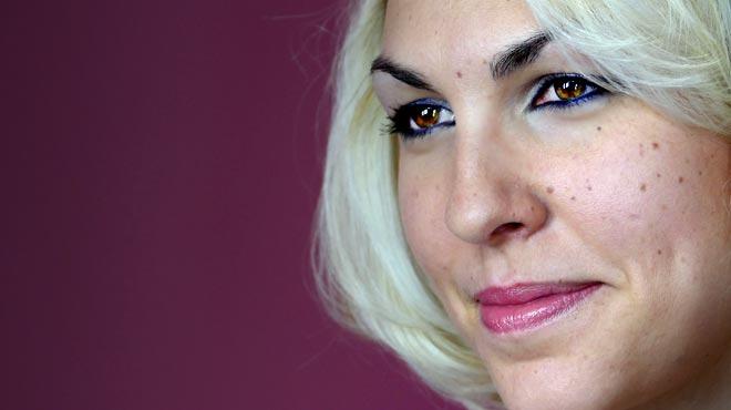La cantante argentina Karen Souza, cantando en exclusiva para EL PERI�DICO�'Creep'.