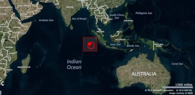 Una alerta de tsunami tras un fuerte terremoto provoca el pánico en Indonesia