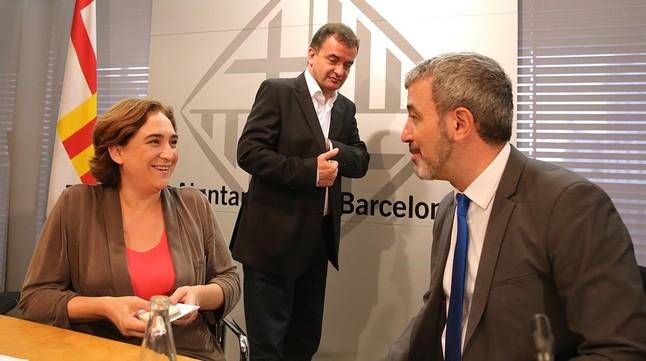 Collboni advierte a Colau de que sin un pacto Barcelona puede colapsar