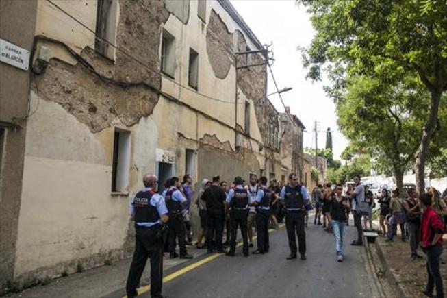 Desalojo que la empresa Desokupa llevó a cabo en septiembre en Horta y que requirió la presencia policial.