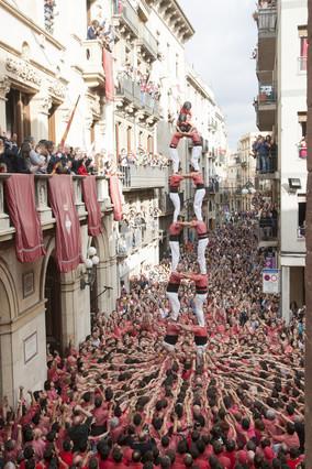 La Vella de Valls toca el cielo con 'castells' de máxima dificultad en la diada de Santa Úrsula