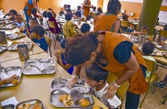 La contrataci n de monitores escolares tendr un iva del 21 for Monitor de comedor escolar