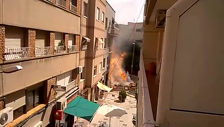 Im�genes de la tuber�a de gas rebentada en Sant Joan Desp�.
