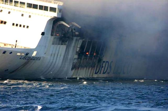 28 ferits a l'incendiar-se un creuer al mar B�ltic