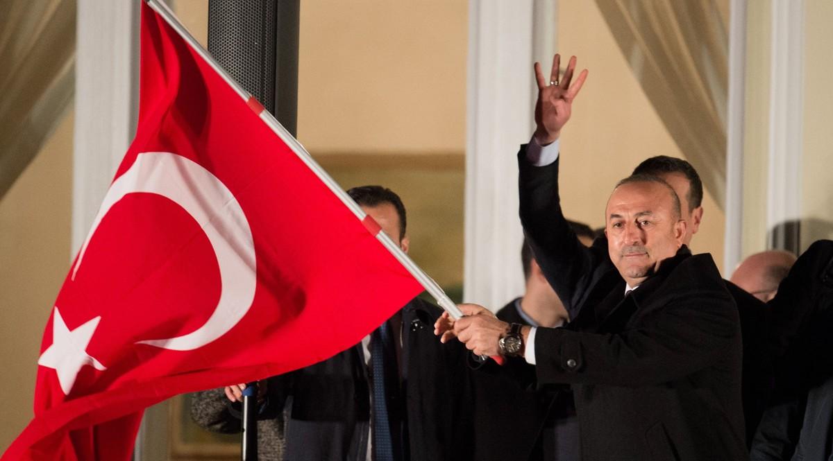 Holanda niega el aterrizaje al avion del ministro turco de exteriores - Consulado holandes barcelona ...