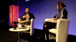 El periodista Marc Marginedas y la novelista turca Elif Shafak.