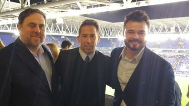 Rufián disfruta del triomf de l'Espanyol a la llotja de Cornellà amb Junqueras