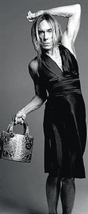Iggy Pop se viste de mujer para lucir un bolso de Dior_MEDIA_1