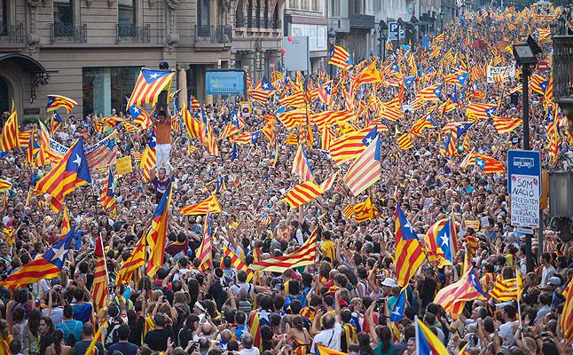 La marea d'estelades cobreix els carrers de Barcelona clamant per la independència de Catalunya.