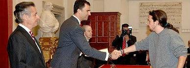 La foto de Pablo Iglesias dando la mano al entonces príncipe de Asturias ante la mirada del entonces presidente de Caja Madrid Miguel Blesa, tomada en el 2007.