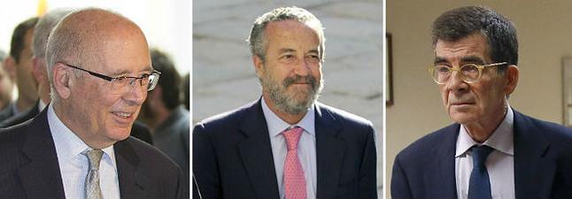 LOS NEGOCIADORES: De izquierda a derecha, Joan Rigol, presidente del Pacte Nacional pel Dret a Decidir, Pedro Arriola, gurú de referencia del PP, y José Enrique Serrano, diputado y hombre de confianza de Pedro Sánchez.