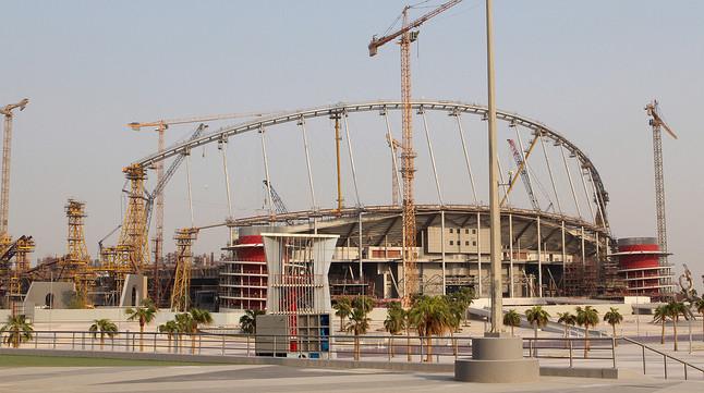 Trabajos de remodelación del estadio Khalifa Internacional, en Doha, uno de los escenarios del Mundial de Catar 2022