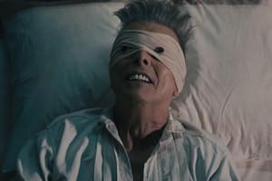 David Bowie, en el videoclip de Lazarus.