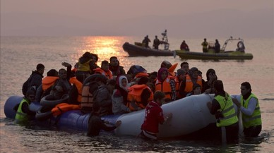 De 1.300 a 230 euros; les màfies rebenten preus per tornar a atraure refugiats a la ruta de l'Egeu