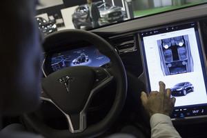 El interior de un vehículo Tesla.