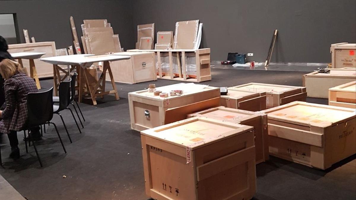 Imagen del proceso de embalaje de las obras.