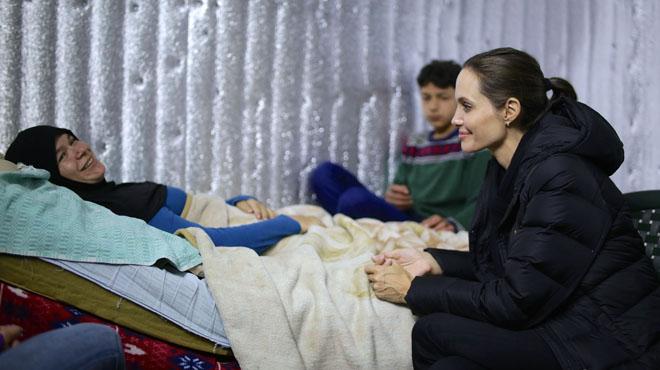 Jolie, embajadora de (ACNUR), visita a los refugiados sirios en Libano.