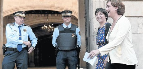 La cúpula de la Guardia Urbana dimitirá ante la llegada de Colau