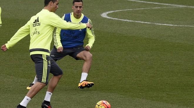 Cristiano Ronaldo y Lucas V�zquez, durante el entrenamiento de este s�bado en la ciudad deportiva de Valdebebas