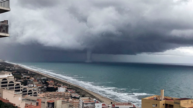 València intenta tornar a la normalitat després de la tempesta més forta des del 2007
