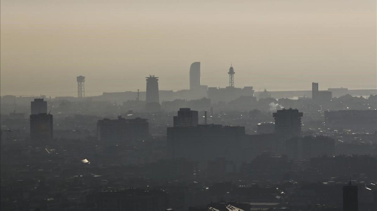 La Barcelona metropolitana vetará a los coches más contaminantes en caso de gran polución