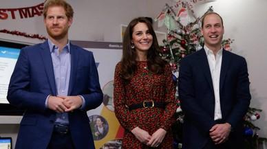 El príncipe Enrique junto a su hermano Guillermo y Kate Middleton en el cumpleaños de la duquesa de Cambridge.