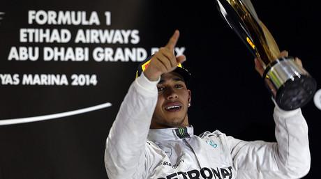 Lewis Hamilton, feliz tras ganar el GP de Abu Dabi y conquistar el Mundial de F-1 por segunda vez