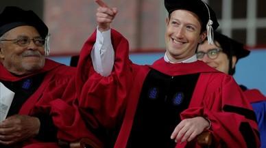 Mark Zuckerberg, el fundador deFacebook, en el acto de graduación de la Universidad de Harvard.