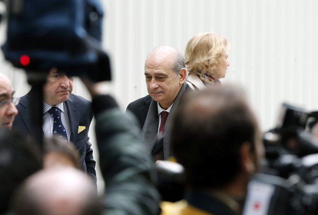 """El ministro del Interior se congratula de la """"contundencia"""" de la actuaci�n del Gobierno y la polic�a frente al espionaje"""