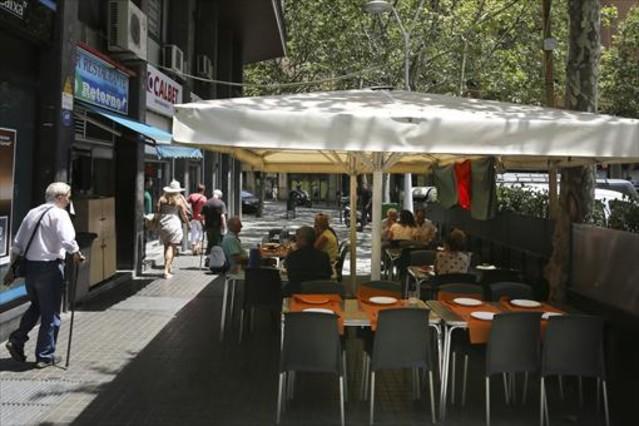 Terrazas de barcelona reciben avisos para reducir mesas o cerrar - Dekzeil terras balkon ...