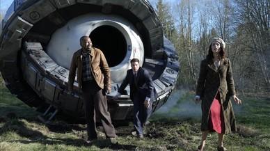 Malcolm Barrett, Matt Lanter yAbigail Spencer, en una imagen promocional de la serie 'Timeless'.