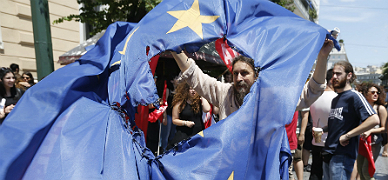 Tsipras se emplea a fondo para lograr un 'no' en el refer�ndum