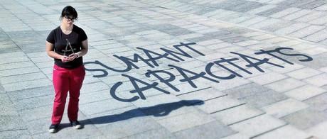Una chica con síndrome de Down lanza una tipografía solidaria