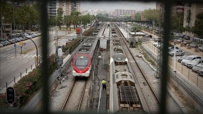 El tren a su paso por la Avenida Vilanova. FOTO: DANNY CAMINAL