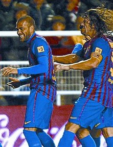 Puyol y Guardiola reprenden a Thiago y Alves por los bailes_MEDIA_1