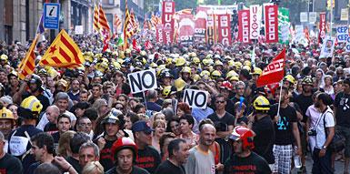 Cabecera de la manifestación en Via Laietana. FERRAN NADEU