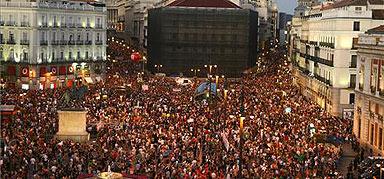 Aspecto de la Puerta del Sol durante la manifestación. AGUSTÍN CATALÁN