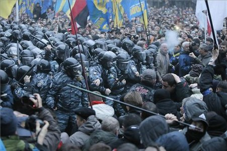 Enfrentamientos en la manifestación de Kiev. AP