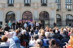 La plaça Dr. Robert acull els actes centrals de la celebració del Dia de la Dona a Sabadell