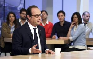 Francois Hollande en una entrevista de Canal + en París.