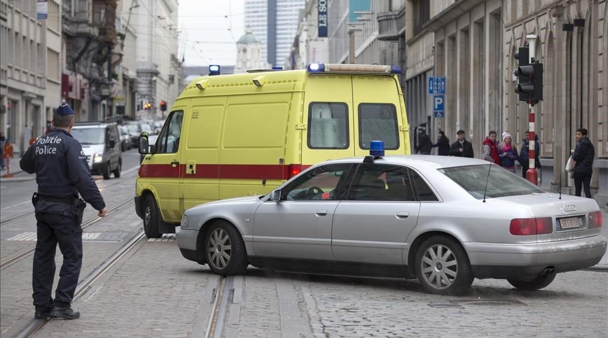 Convoy policíal en el que Abdeslam fue trasladado ante el juez.