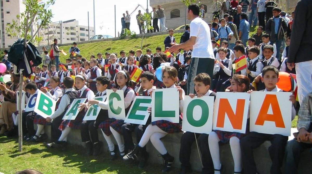 Niños palestinos en la inauguracion del Barcelona Peace Park en la ciudad de Gaza .