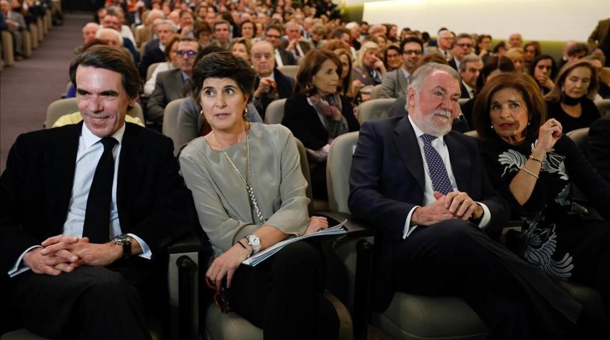 José María Aznar, junto a María San Gil, Jaime Mayor Oreja y Ana Botella, este lunes.