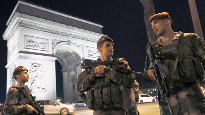 LEstat Islàmic reclama latac en ple cor de París