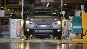 La fábrica de PSA en Madrid seguirá adelante produciendo modelos para el grupo.